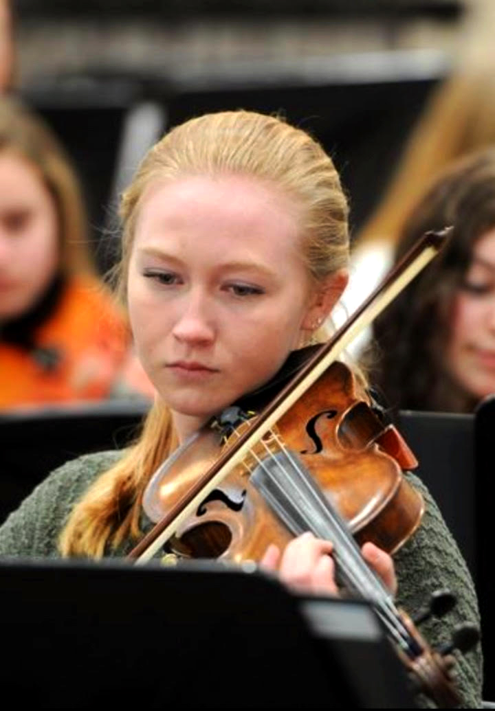 Senior Victoria Scott practices violin during orchestra rehearsal.